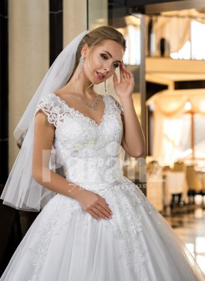 Exclusive pearl white real tulle skirt wedding gown with royal lacy bodice close view