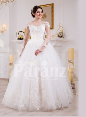 Women's simple and elegant pearl white floor length tulle skirt wedding gown with lace designs