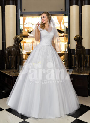 Exclusive pearl white real tulle skirt wedding gown with royal lacy bodice
