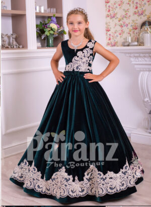 Sleeveless floor length tulle skirt velvet dress with major white lace work for girls