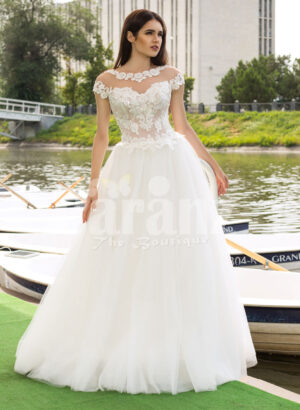 Women's beautiful lacy floral bodice tulle skirt wedding gown in white