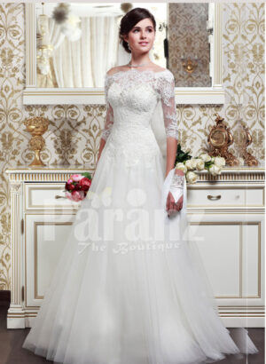 Women's off-shoulder elegant lacy bodice wedding gown with flared tulle skirt in white