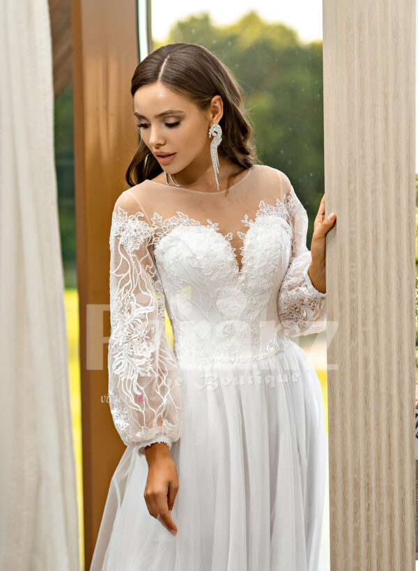 Women's pearl white elegant side slit tulle skirt wedding gown with royal bodice close view